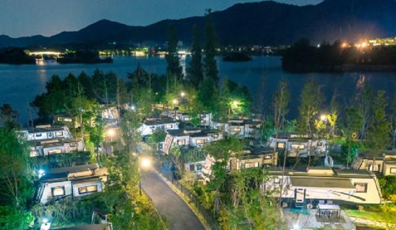 让旅客尽享美好假期,海信为沐心岛房车度假营打造舒适环境
